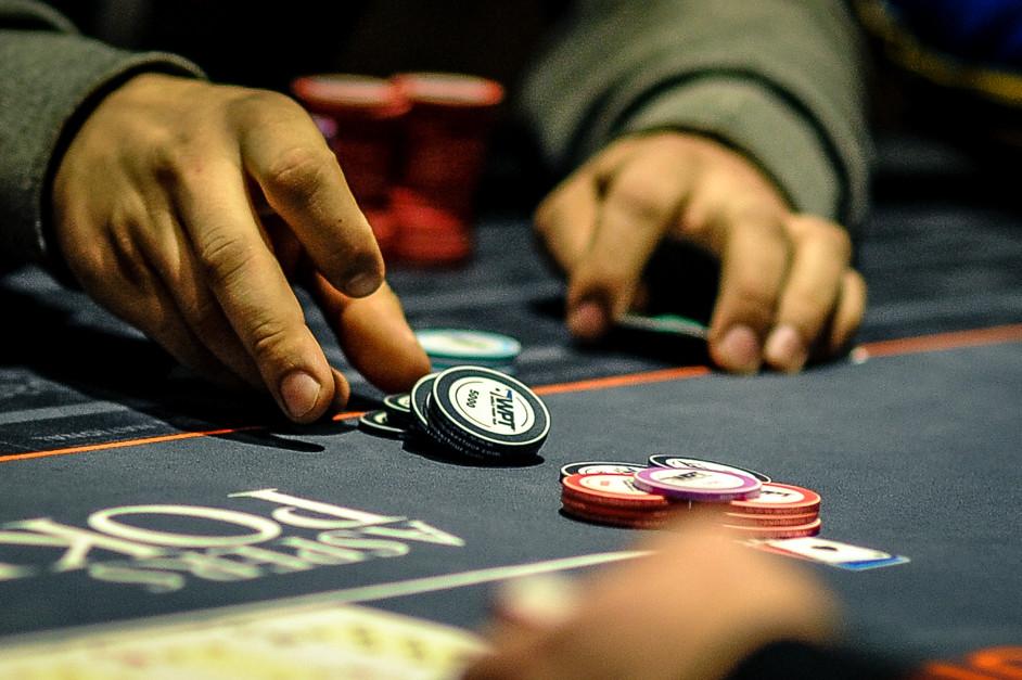 Играть в покер - теллсы